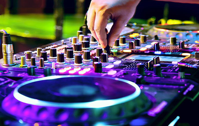 Selecting the Perfect DJ for Your Wedding