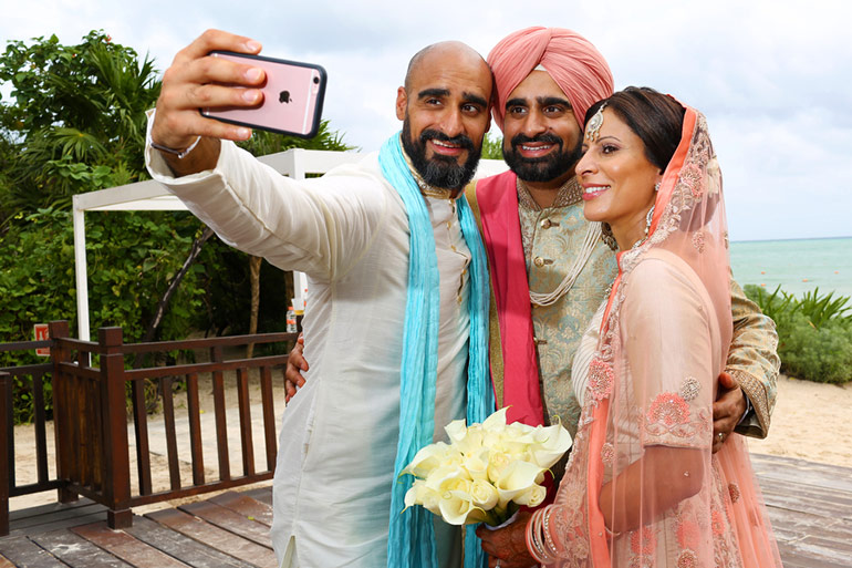 destination-wedding-selfie