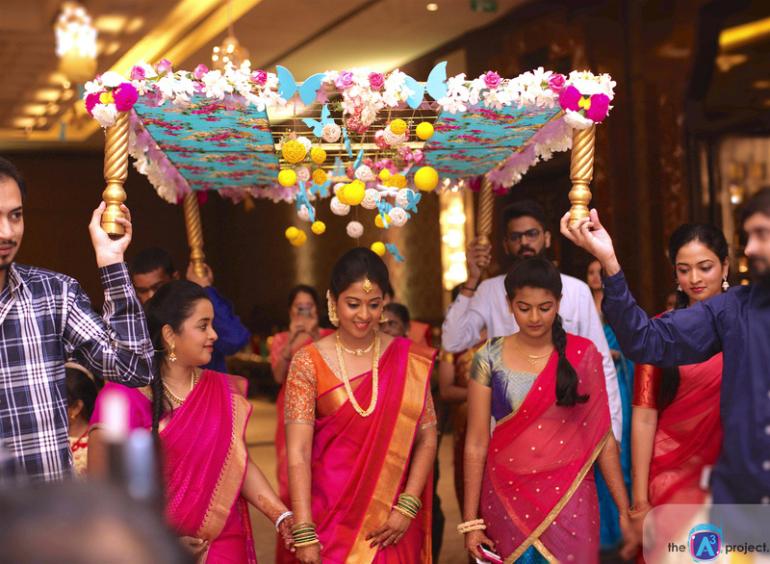 Mehndi Dupatta Decoration : 15 phoolon ki chaadar ideas for a rocking bridal entry