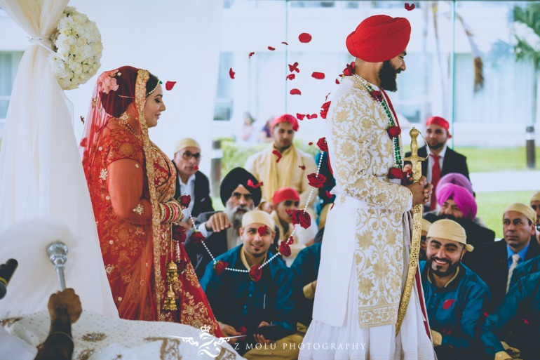 2954fbe8d1 This Fairytale Sikh Indian Wedding in Cancun is a Stuff of Dreams