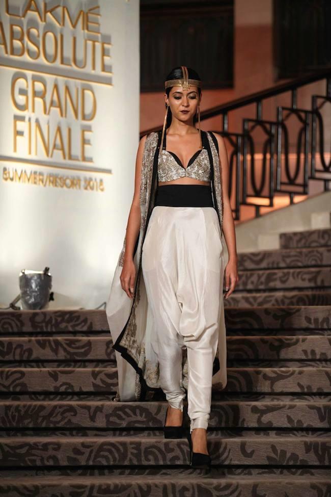 Anamika Khanna Closes Out Lakme Fashion Week 2015