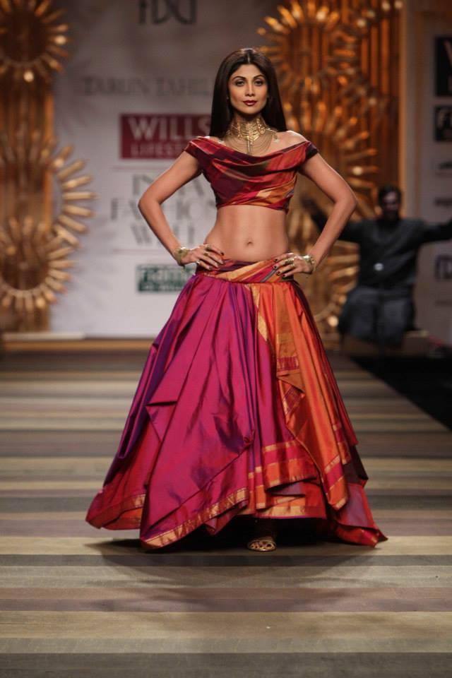 Tarun Tahiliani Wills Lifestyle India Fashion Week 2014 Shilpa Shetty multicolored pink red orange lehenga