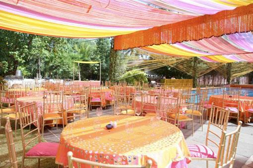 Outdoor Mehndi Party : Bright pink and orange outdoor mehendi party