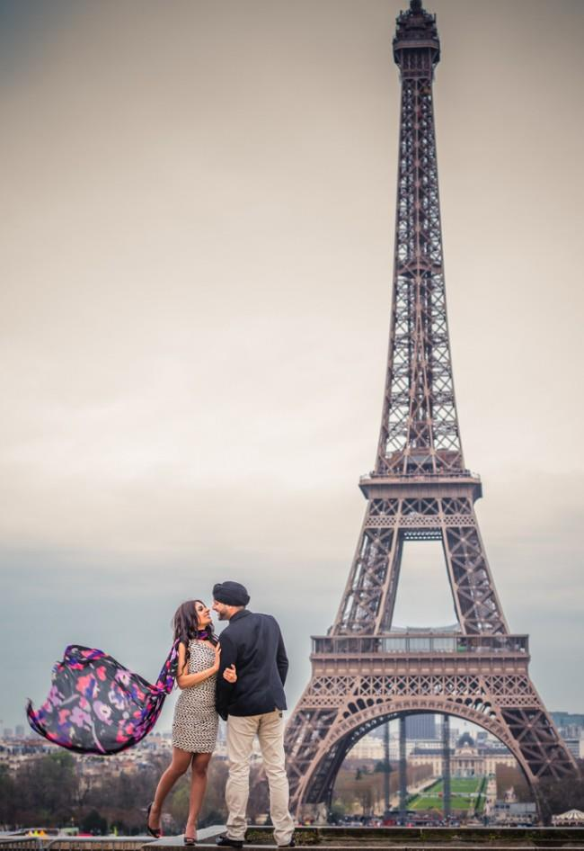 indian engagement ession eiffel tower portrait