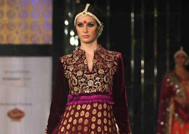 Aamby Valley Bridal Week 2011 – Vikram Phadnis (1)