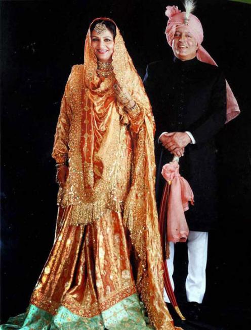 Kareena kapoor wedding dress designer