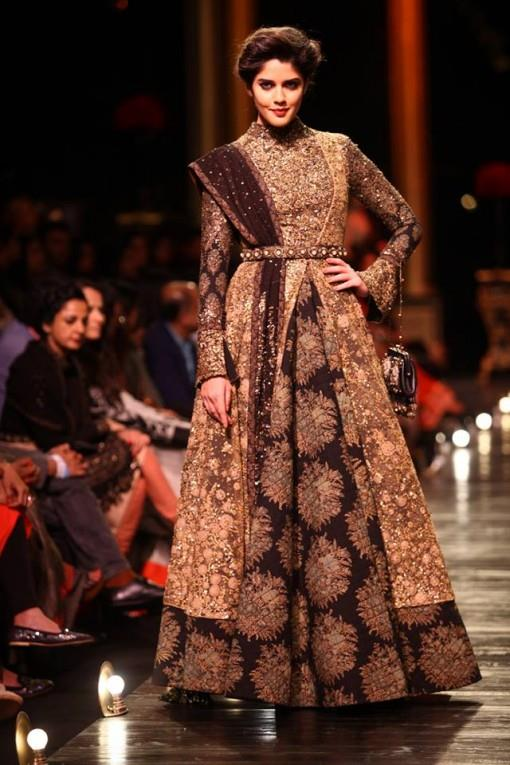 1-Lakme-Fashion-Week-Sabysachi-metallic-gold-brown-dress-e1377870585918
