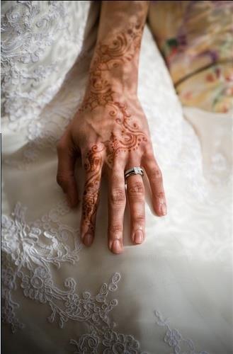 Mehndi And White Lace Indian Wedding Inspiration