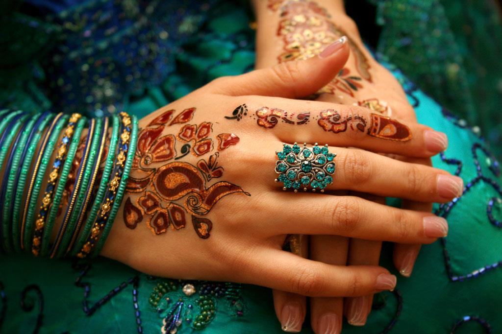 Henna Tattoo Colors: Peacock Theme Wedding Color Palette & Ideas