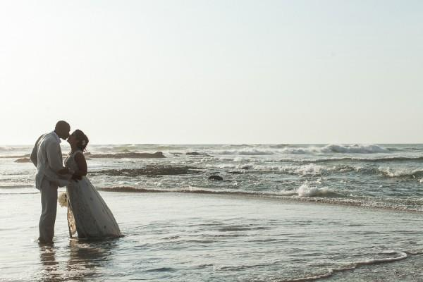 33a indian wedding beachside portraits