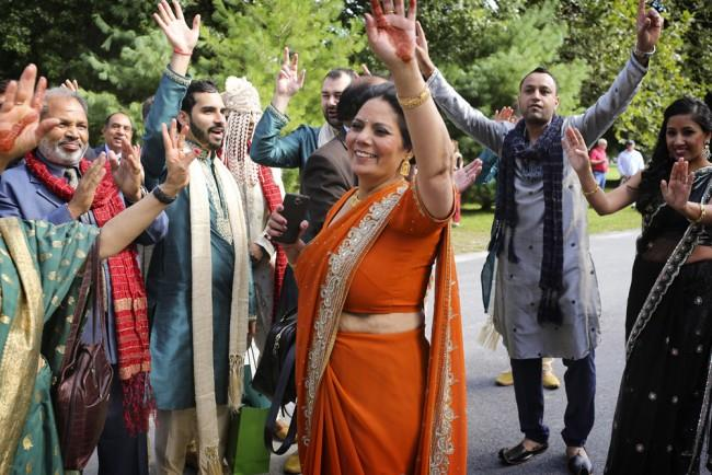 4a indian baraat dancing
