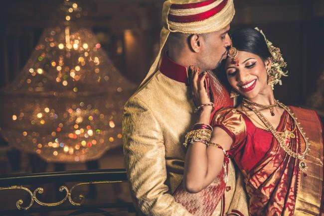 29a indian wedding bride and groom kissing reception portrait