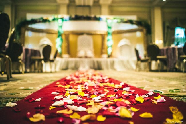 11a indian wedding flower aisle