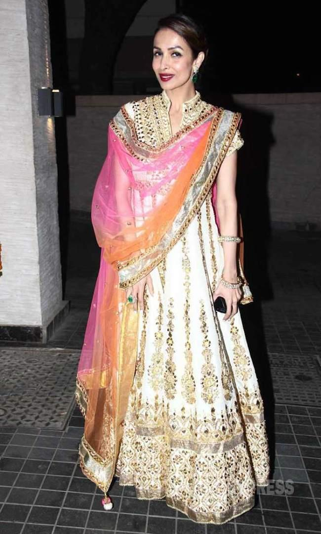 soha ali khan reception with malaika4