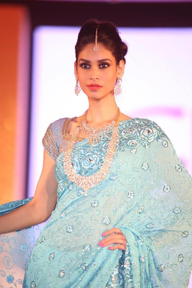 Hindu Bridal Mantra Show blue sari and jewelry