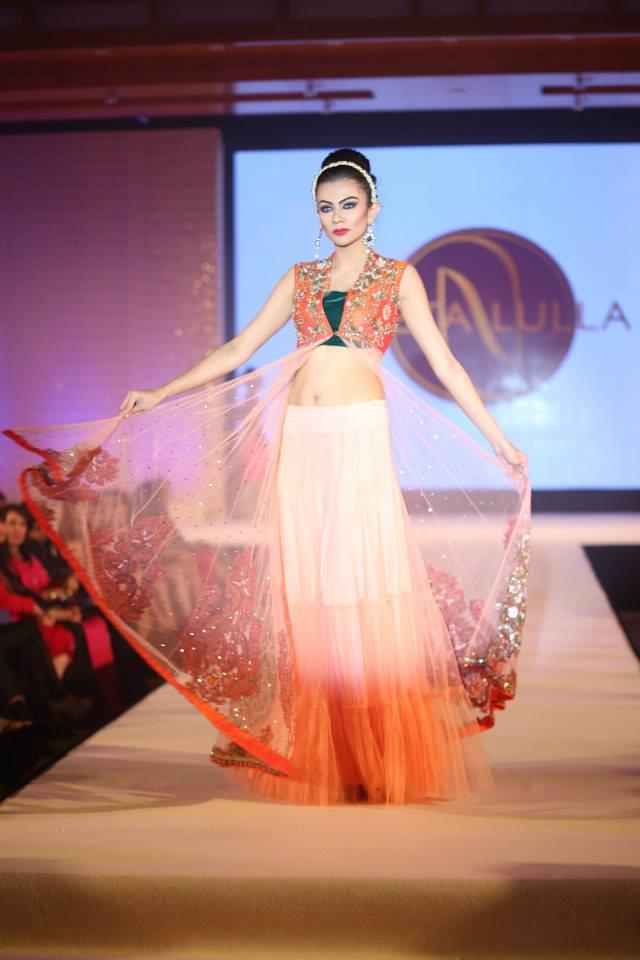 Hindu Bridal Mantra SHow orange and white lengha