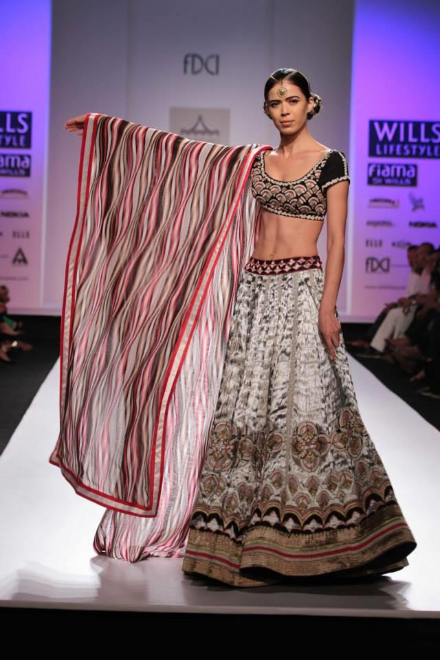 Pia Pauro Wills Lifestyle India Fashion Week Indian wedding lehnga