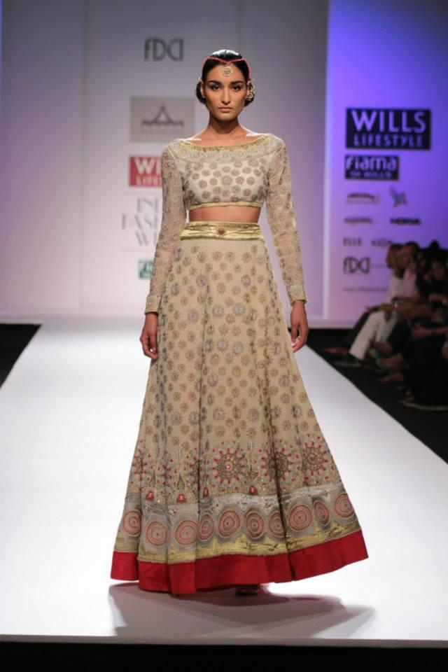 Pia Pauro Wills Lifestyle India Fashion Week long sleeve beige cream lehnga