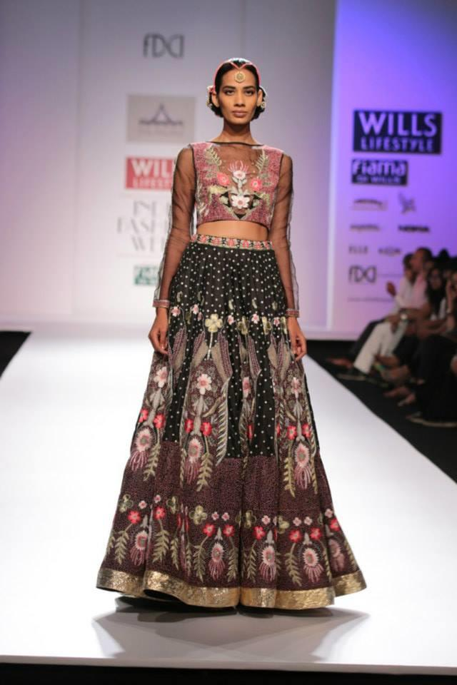 Pia Pauro Wills Lifestyle India Fashion Week Scottish Indian lehenga