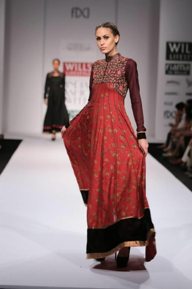 Pinnacle by Shruti Sancheti Wills Lifestyle India Fashion Week 2014 red black dress