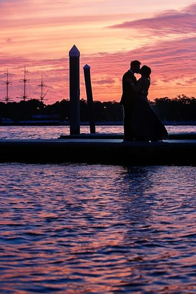 indian-wedding-outdoor-sunset-portrait-water