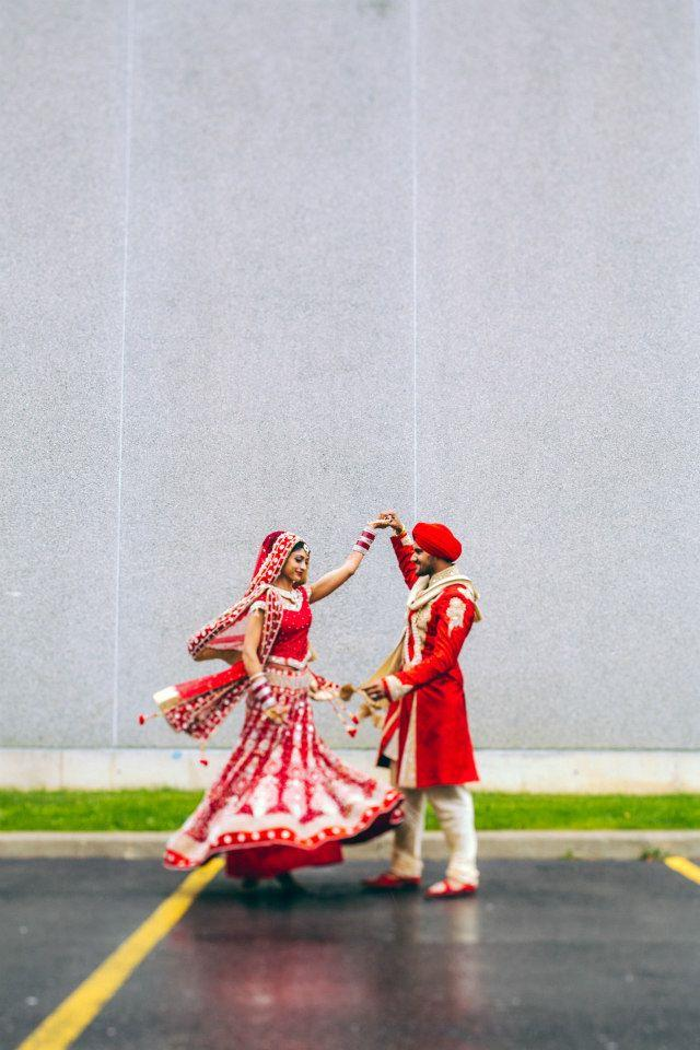 11 sikh indian wedding bride and groom dancing