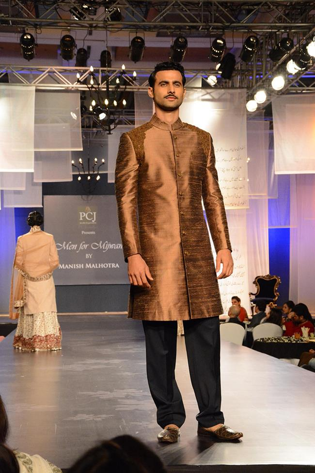 Manish Malhotra mens indian wedding kurta short