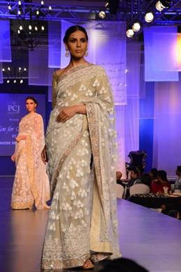 Manish Malhotra Indian Bridal Fashion at Men for Mijwan Show