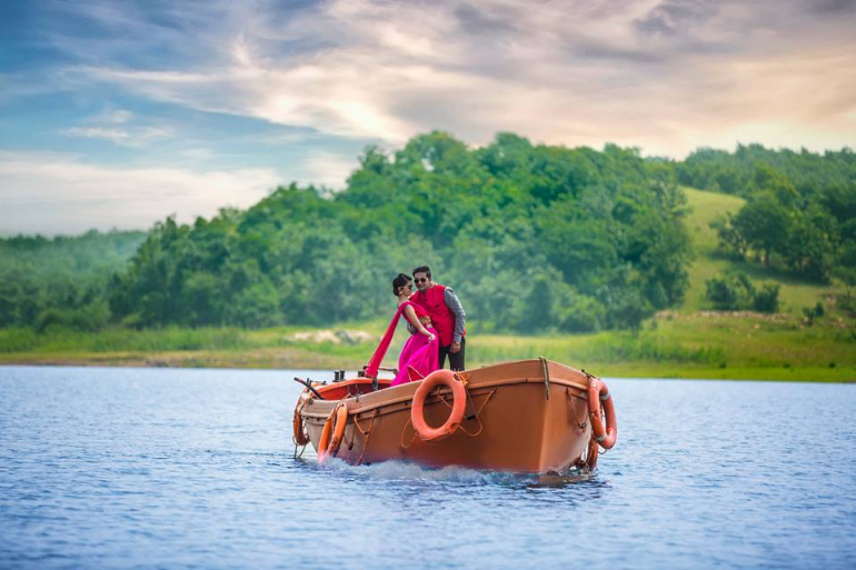 couples arriving on boats -  Editmaster Weddings