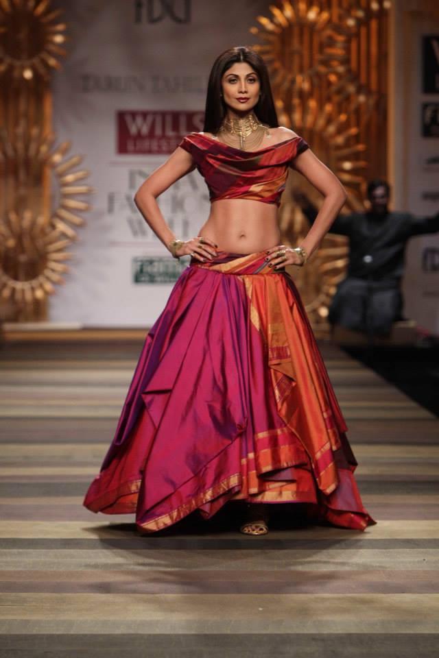 Tarun-Tahiliani-Wills-Lifestyle-India-Fashion-Week-2014-Shilpa-Shetty-multicolored-pink-red-orange-lehenga