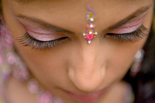 Guide: Hiring an Indian Wedding Makeup Artist