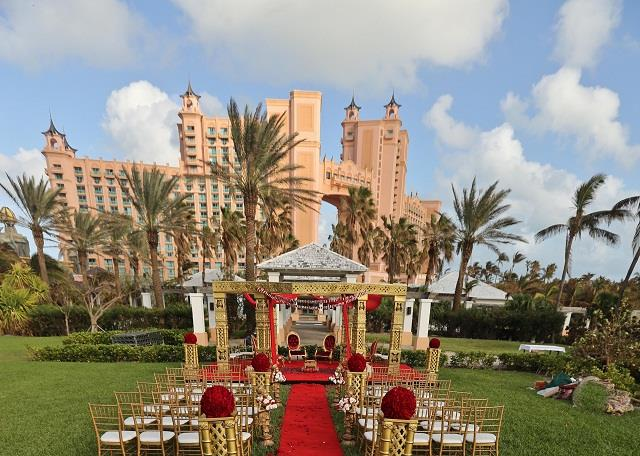 atlantis indian wedding outdoor ceremony