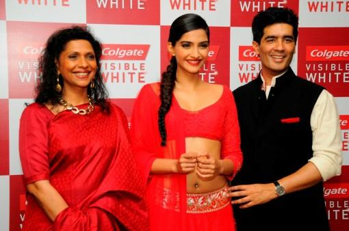 Sonam Kapoor Dazzles in Manish Malhotra Fashion Show