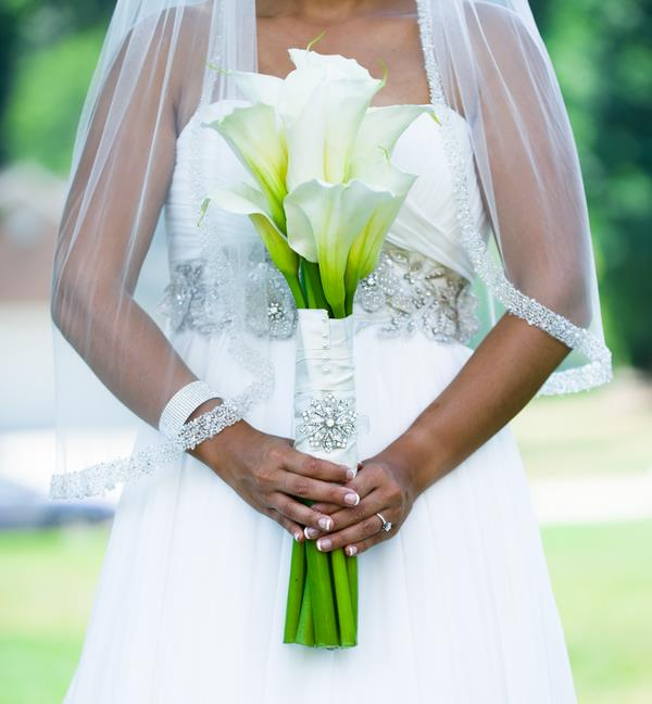 6d Indian Wedding White dress, veil and calla lily bouquet
