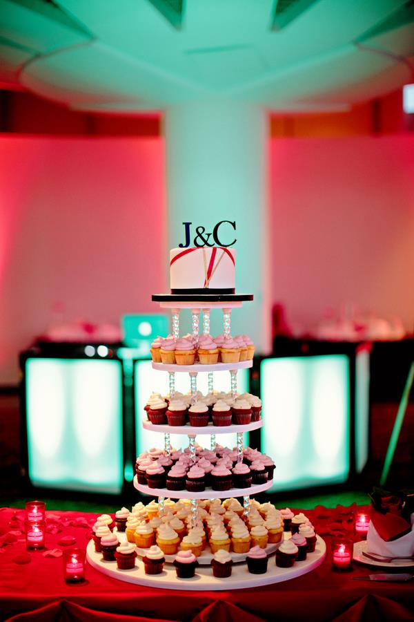 35a Indian reception cupcake tower