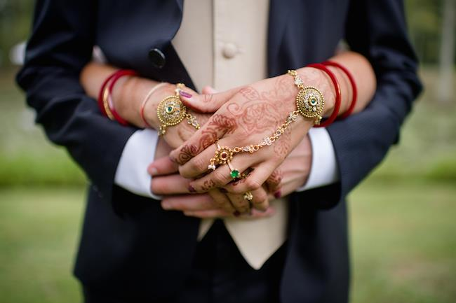 29a INDIAN WEDDING HAND HOLDING